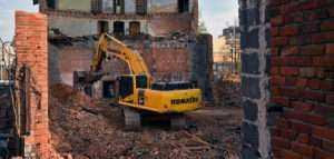 Демонтаж кирпичного дома в Санкт-Петербурге