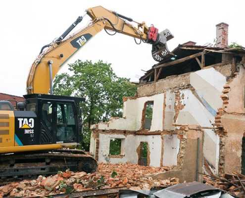 Демонтаж загородного дома из кирпича